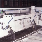 Independent side press roller system, automatic align the cross cutting at right angle.